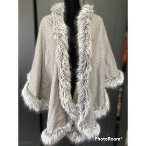 Chico's gray PONCHO WITH FAUX FUR TRIM S/M